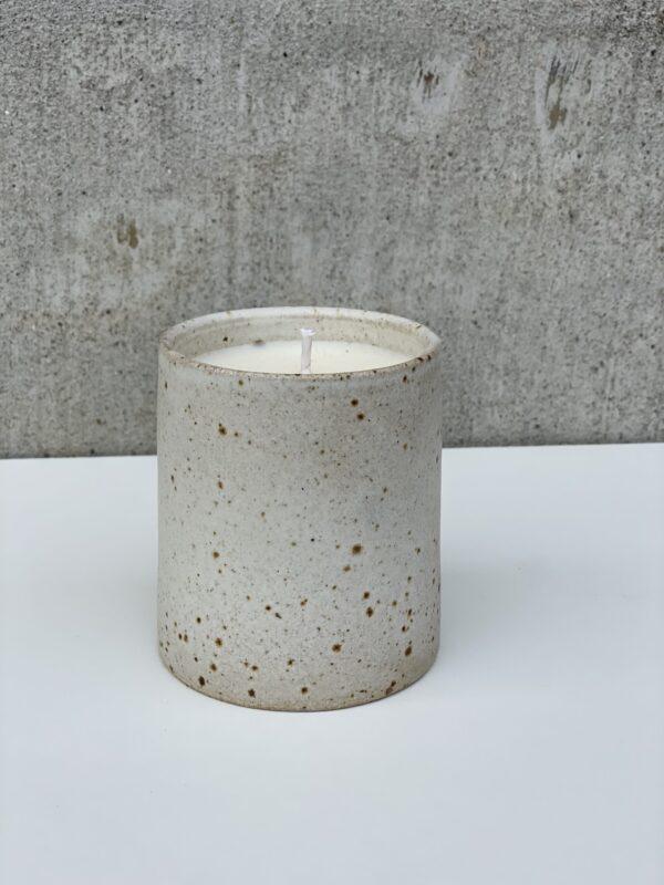 Sojalys i keramikkrus Viki Weiland